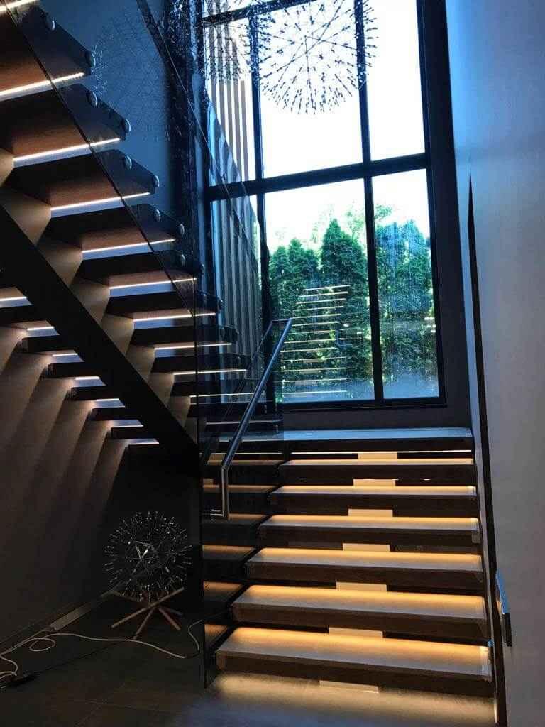 Стеклянная Лестница 111