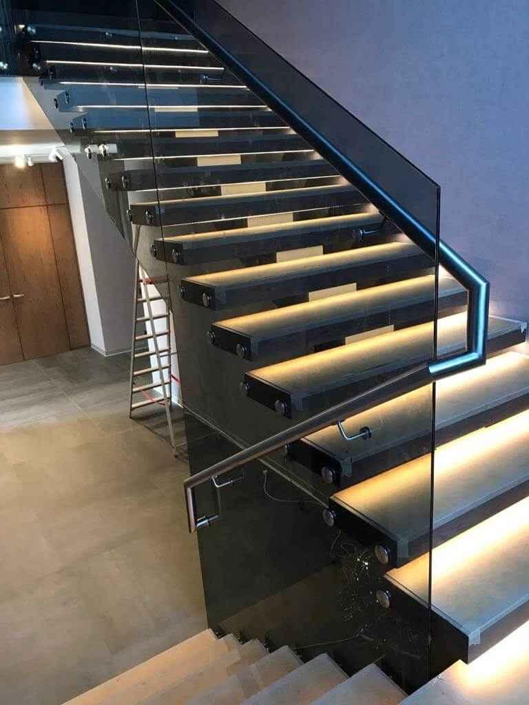 Стеклянная Лестница 115