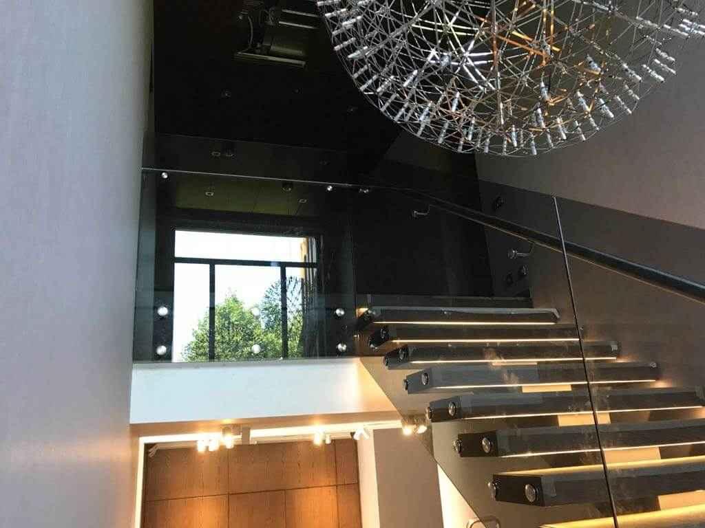 Стеклянная Лестница 116