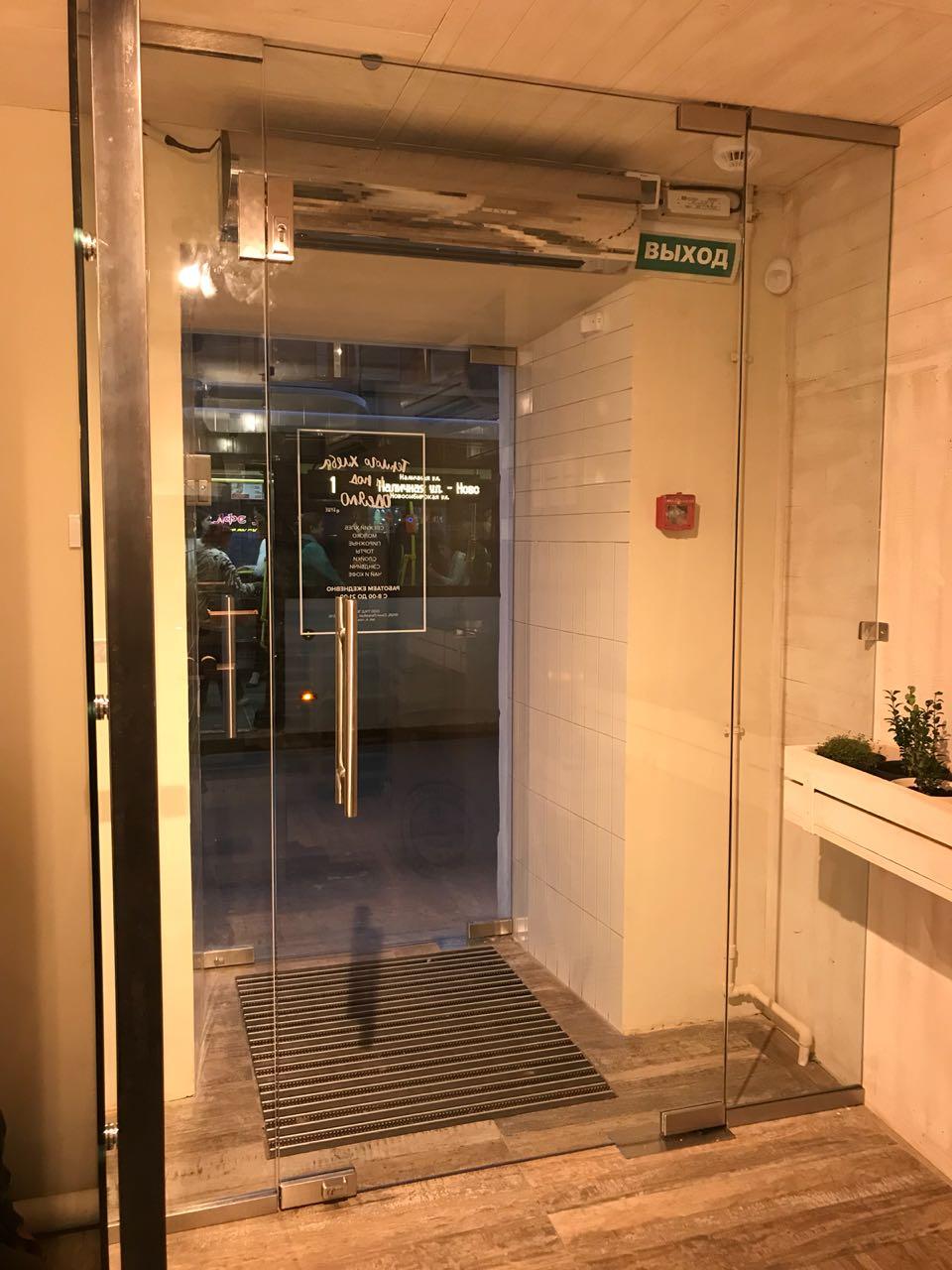 стеклянная дверь 001