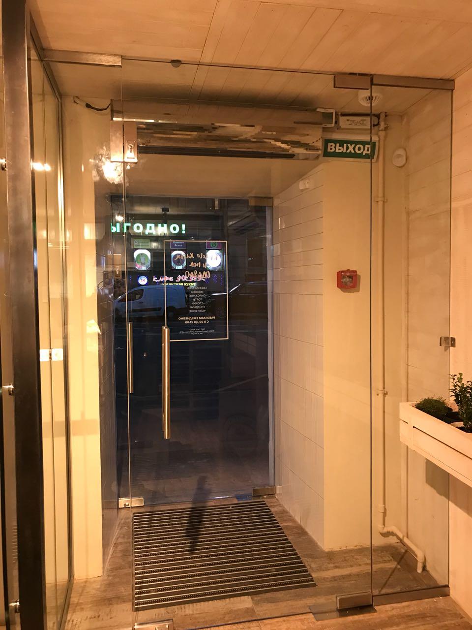 стеклянная дверь 005