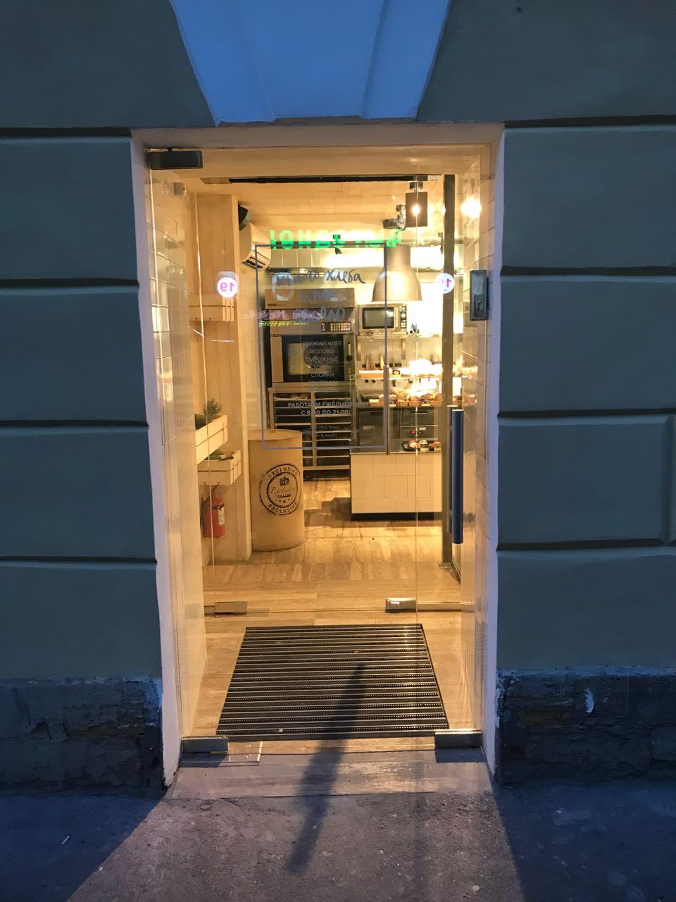 стеклянная дверь 004