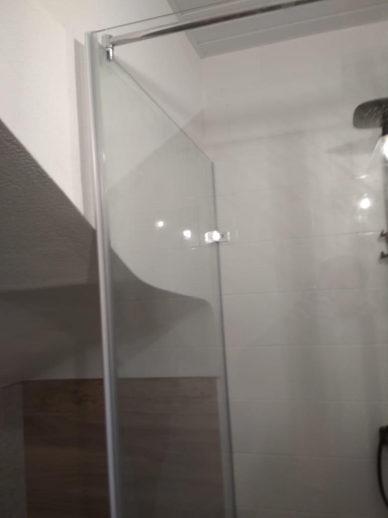 Душевая кабина в ванной комнате на Парашютной